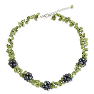 Silver 'Heaven's Gift' Pearl Peridot Necklace (5-5.5 mm) (Thailand)