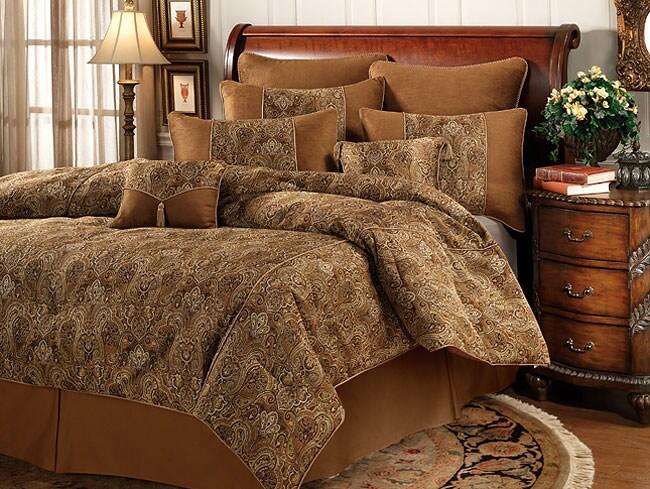 Winfield Comforter Set