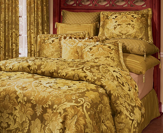 Burgess Peach Luxury 4-piece Comforter Set