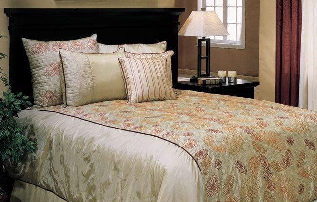 Lazy Daisy Taupe 3-piece Comforter Set (King)
