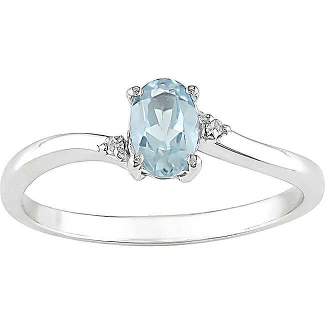 10k White Gold Oval Sky Blue Topaz Ring
