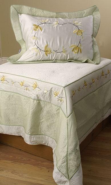 Magnolia 4-piece Luxury Comforter Set (Full)