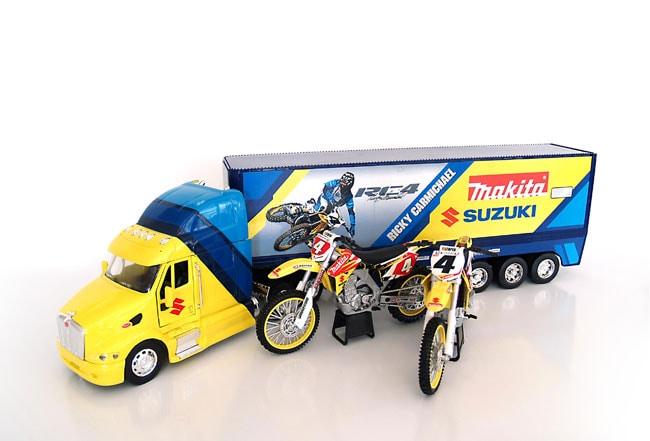 Suzuki/Makita Ricky Carmichael Racing Model Set