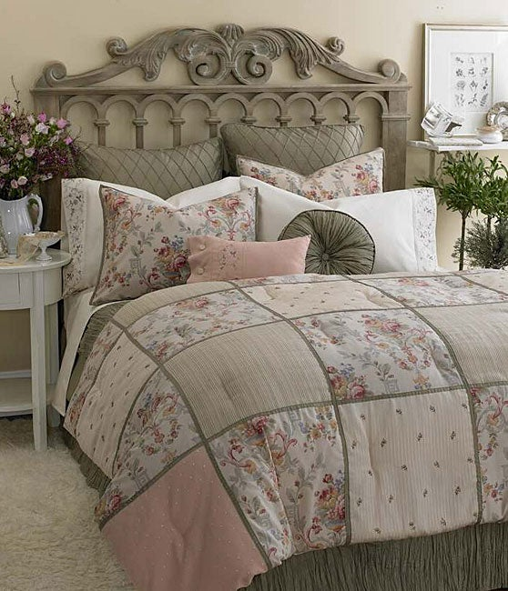 Laura Ashley Victoria Inn 4-piece Comforter Set