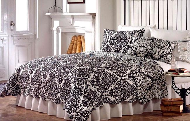 Ventura Black and White Quilt Set