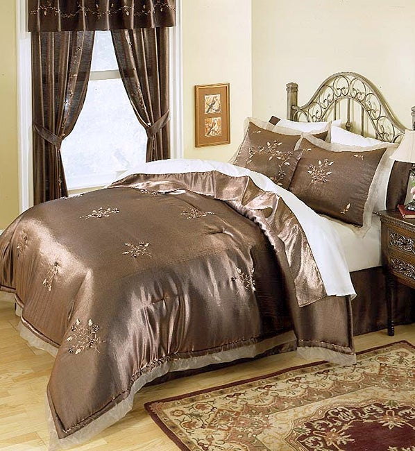 Darcy Luxury Bedding Ensemble With 230 Thread Count Sheet Set (Queen)