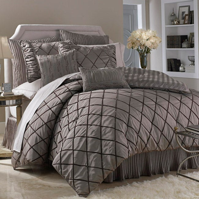 Della Platinum 8-pc Bedding Ensemble w/250tc Sheets