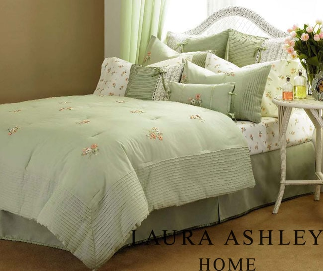 Laura Ashley Meredith 4-piece Comforter Set - Thumbnail 0