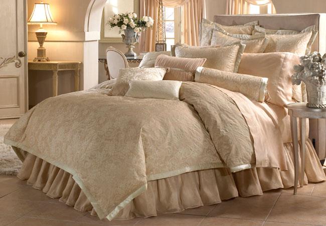 Croscill 'Desiree' Luxury 4-piece Comforter Set