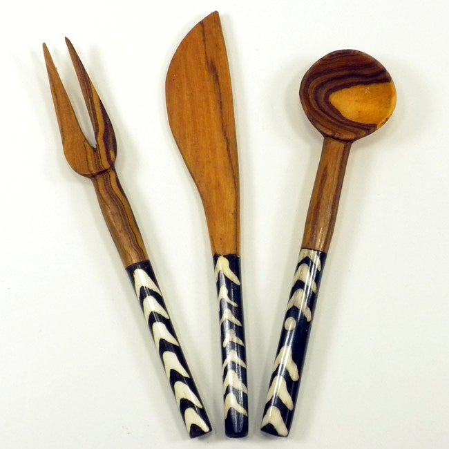 Hand-carved Bone and Wood Appetizer Set with Batiked Handles (Africa)