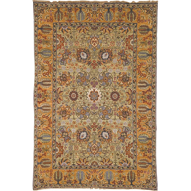Heirloom Treasures Hand-knotted Light Green/ Gold Rug (6' x 9')