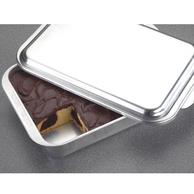 Nordic Ware Naturals 9x13 Covered Cake Pan