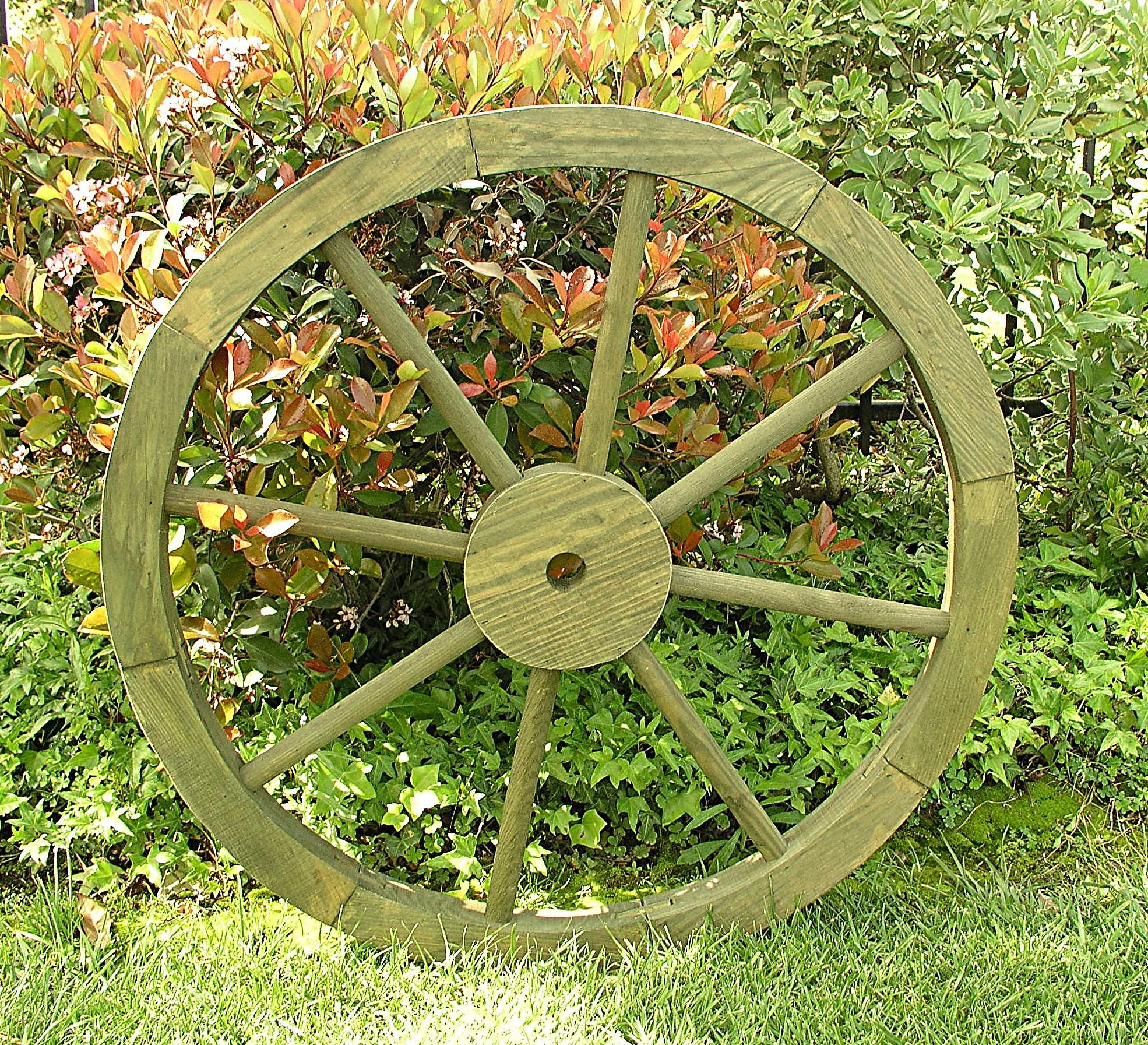 Grey Cedar Wood Wagon Wheel Garden Decoration
