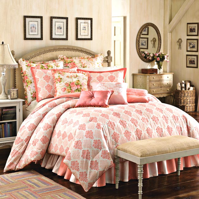 Mary Jane Farm Vintage Romance Queen-size 4-piece Comforter Set