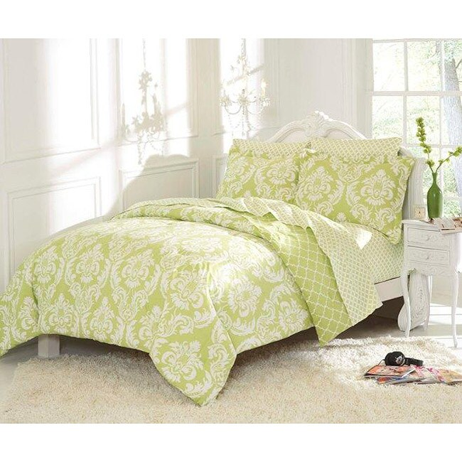 Marcheline Mint Queen-size 7-piece Bed in a Bag with Sheet Set