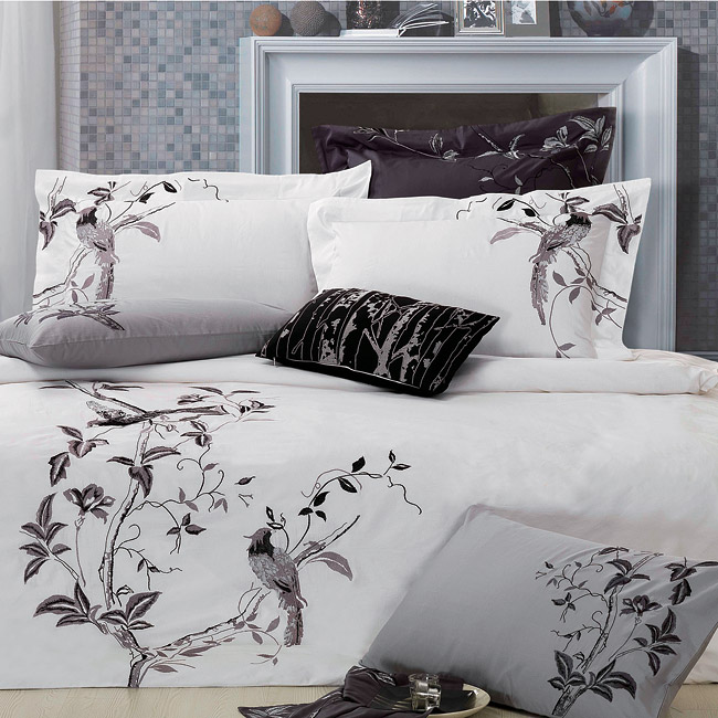 Nightingale Embroidered Queen-size 3-piece Duvet Cover Set