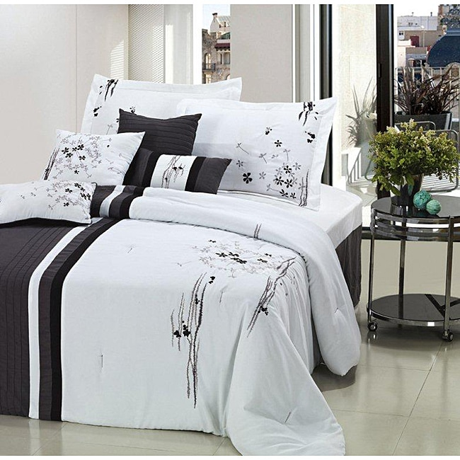 Arabesque Black/ White Oversized 8-piece Comforter Set
