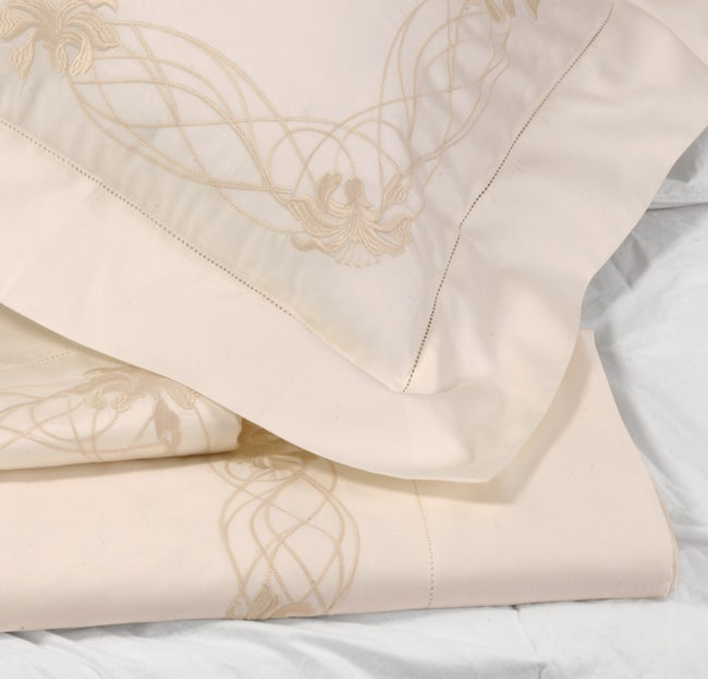 Frette Taormina Fiore Ricamo 600 Thread Count Creme Queen Sheet Set