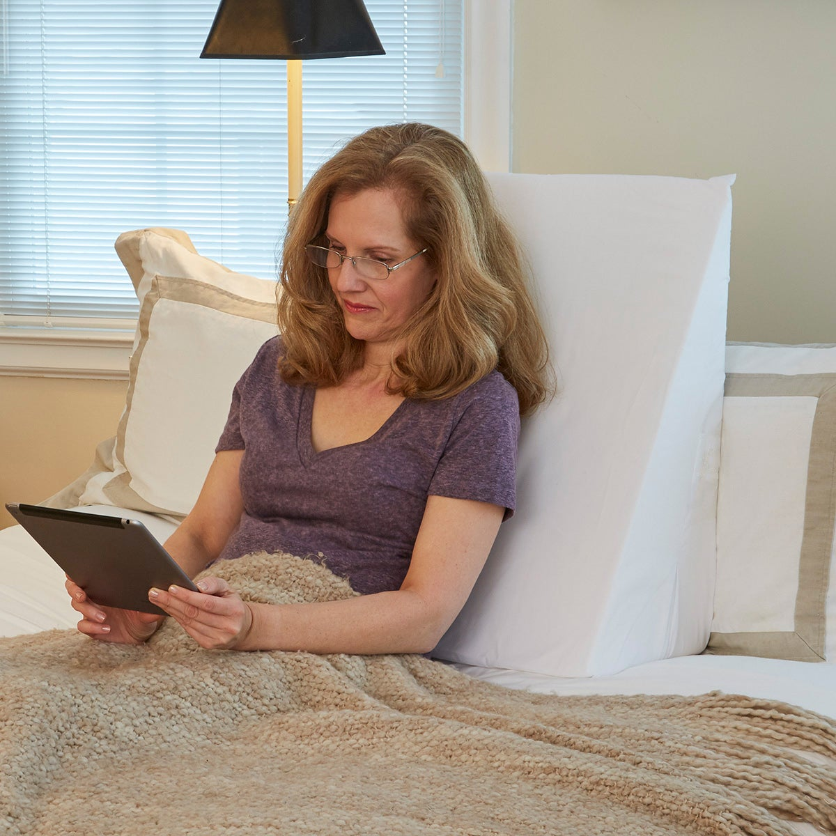 Hermell 7.5-inch Multipurpose Bed Wedge Cushion, White