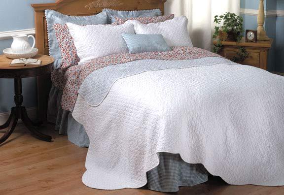 Hillside Reversible Quilt Set