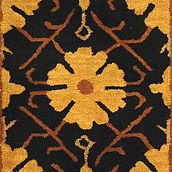 Safavieh Handmade Classic Agra Green/ Apricot Wool Runner (2'3 x 12') - Thumbnail 1