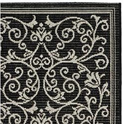 Safavieh Resorts Scrollwork Black/ Sand Indoor/ Outdoor Runner (2'4 x 6'7) - Thumbnail 1
