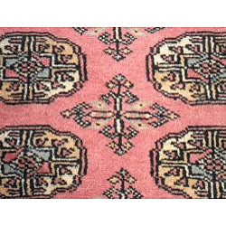 Pakistani Hand-knotted Peach/ Black Bokhara Wool Rug (2' x 3') - Thumbnail 1