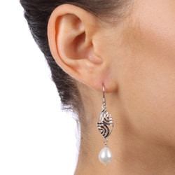 Kabella Sterling Silver White Freshwater Pearl Earrings (9-9.5 mm) - Thumbnail 2