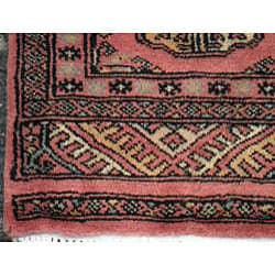 Pakistani Hand-knotted Peach/ Black Bokhara Wool Rug (2' x 3') - Thumbnail 2