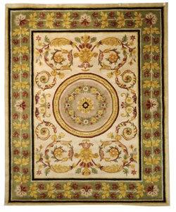Safavieh Handmade Classic Agra Ivory/ Green Wool Rug (7'6 x 9'6)