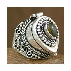 Handmade Labradorite 'Forever Love' Cocktail Locket Ring (India)