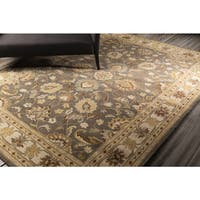 Hand-tufted Coliseum Gray Traditional Border Wool Area Rug (4' x 6') - 4' x 6'