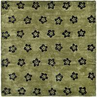 Safavieh Handmade Soho Leaves Sage New Zealand Wool Rug - 8' x 8' Square