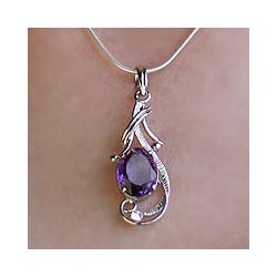Handmade Sterling Silver Sweet Sonnet Purple Amethyst Pendant Necklace (India)