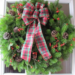 Green/Brown Fresh Balsam Winterberry 24-inch Tartan-bowed Live Wreath