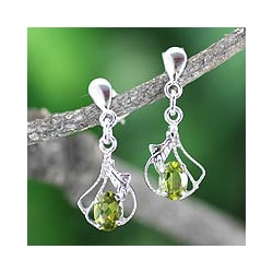 Sterling Silver 'Jodhpur Romantic' Peridot Earrings (India)