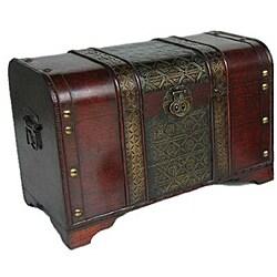 Old Fashioned Medium Antique Dark Red Finish White Cedar Wood Storage Chest