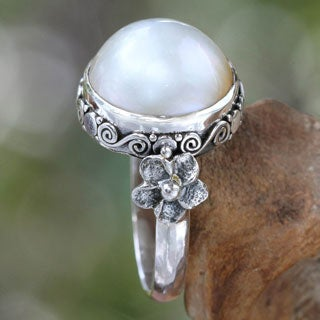 Handmade Bridal Moon Vintage Style Antique Finish Romantic White Round Freshwater Pearl Womens Ring (Indonesia)