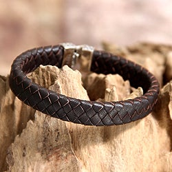 Sterling Silver Men's 'Masculine' Leather Bracelet (Indonesia)|https://ak1.ostkcdn.com/images/products/P14956194c.jpg?_ostk_perf_=percv&impolicy=medium