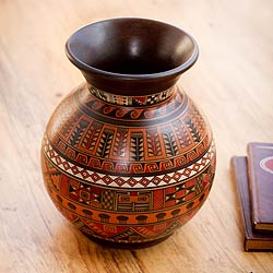 Handcrafted Ceramic 'Magic of Urubamba' Aged Cuzco Vase (Peru)