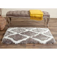Safavieh Handmade Barcelona Shag Silver/ White Trellis Polyester Rug (2' x 3')