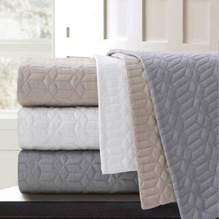 Echelon Home Echelon Laguna Quilted Cotton Coverlet|https://ak1.ostkcdn.com/images/products/P17117570a.jpg?impolicy=medium