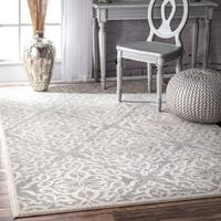 Silver Orchid Simmons Modern Medallion Trellis Silver Rug (4' x 6') - 4' x 6'