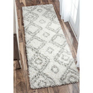 nuLOOM Alexa My Soft and Plush Moroccan Diamond White Easy Shag Rug (2'8 x 8')