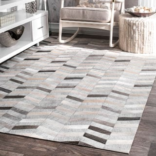 nuLOOM Handmade Patchwork Herringbone Leather/ Viscose Silver Area Rug (8' x 10')