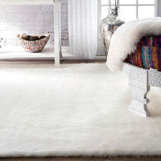 Silver Orchid Russell Cozy Soft and Plush Faux Sheepskin Solid Shag White Rug (5' Square)