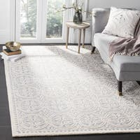 Safavieh Handmade Cambridge Silver/ Ivory Wool Rug - 9' Square