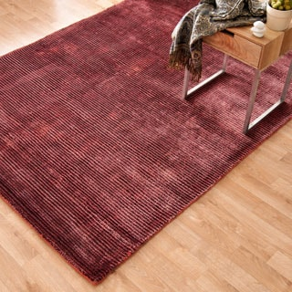 Hand-loomed Jewel Ruby Viscose Rug (5'0 x 7'6)