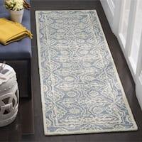 Safavieh Handmade Bella Blue / Ivory Wool Rug - 2'3 x 7'