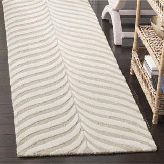 Safavieh Handmade Bella Sand / Ivory Wool Rug - 2' 3 x 7'